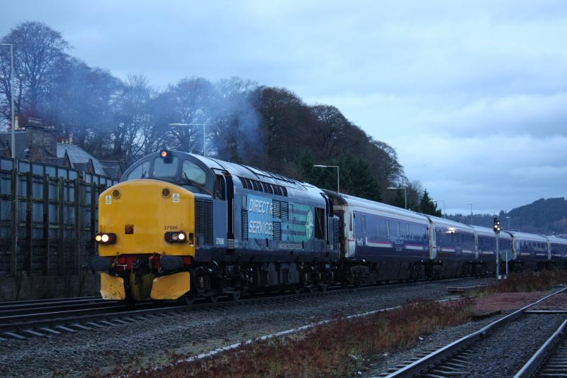 Photo of 37606 - On shunting duties for the sleeper service at Inverness