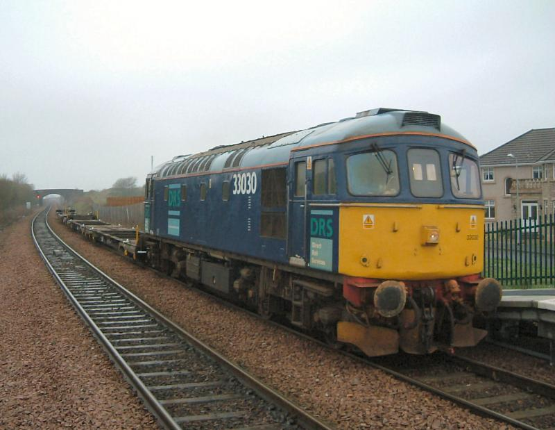 Photo of 33030 with 4S51 wagon repair trip to Fouldubs at Camelon
