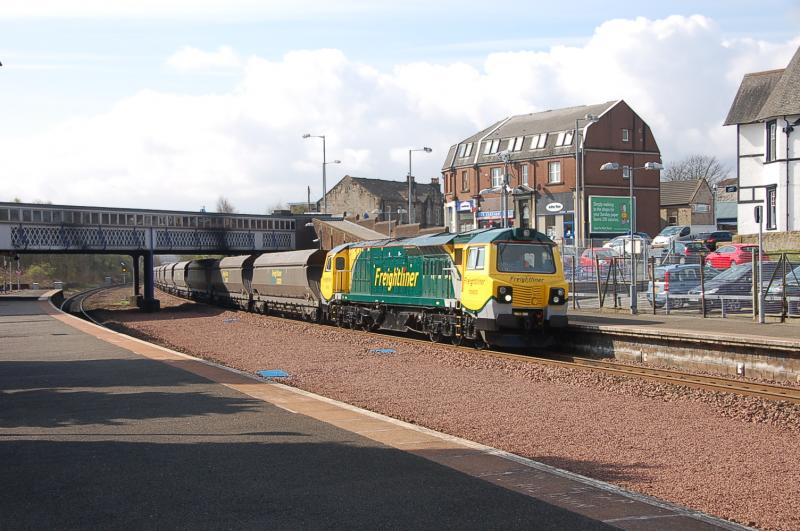 Photo of 70005 Thunders through Larbert