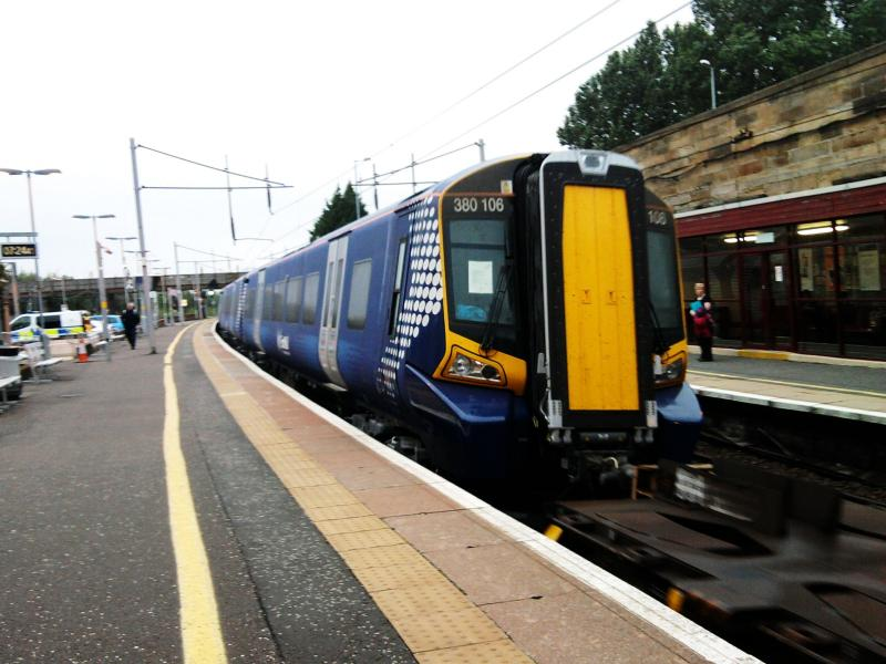 Photo of 380106 at Motherwell