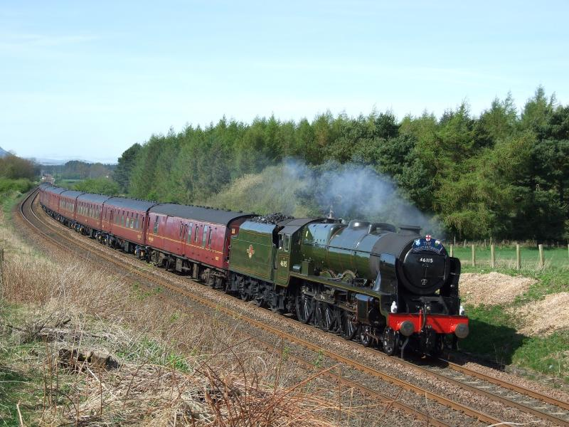 Photo of 46115 approaches Cults Mill