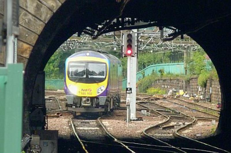 Photo of 185102 @ Edinburgh Waverley 29 July 11